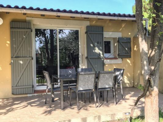 Location maison avec jardin et terrasse villeneuve les for Avignon location maison
