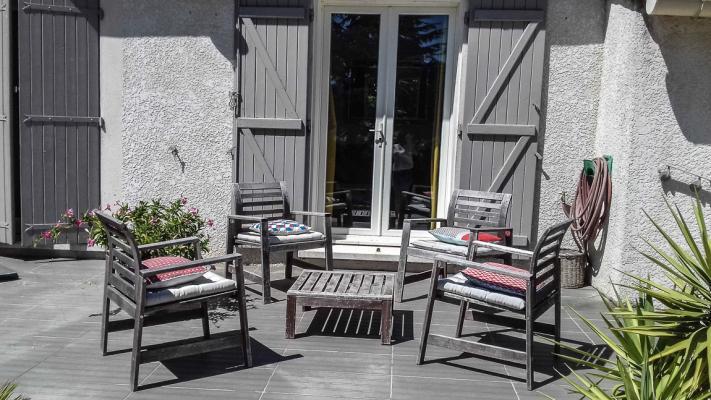 Location maison avec piscine hors sol villeneuve les for Avignon location maison