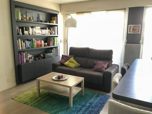 location appartement avec balcon et parking avignon intramuros location avignon location. Black Bedroom Furniture Sets. Home Design Ideas